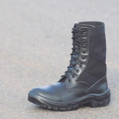 7E.2294 - Coturno militar Vigilante - Solado Bidensidade Protefort Premium - Vaqueta Hidrofugada - Biqueira de PVC - Preto